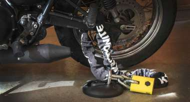 Nezapomínejte zabezpečit svoji motorku
